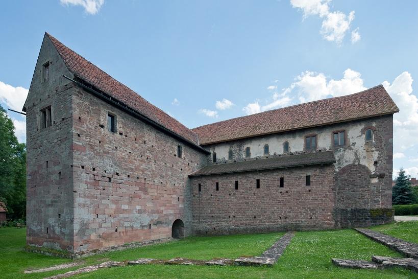 Michelstadt-Steinbach-Einhardsbasilika_von_Nordwesten-20120707.jpg