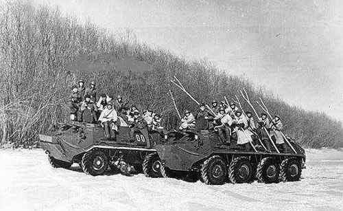 Soviets-with-sticks.jpg