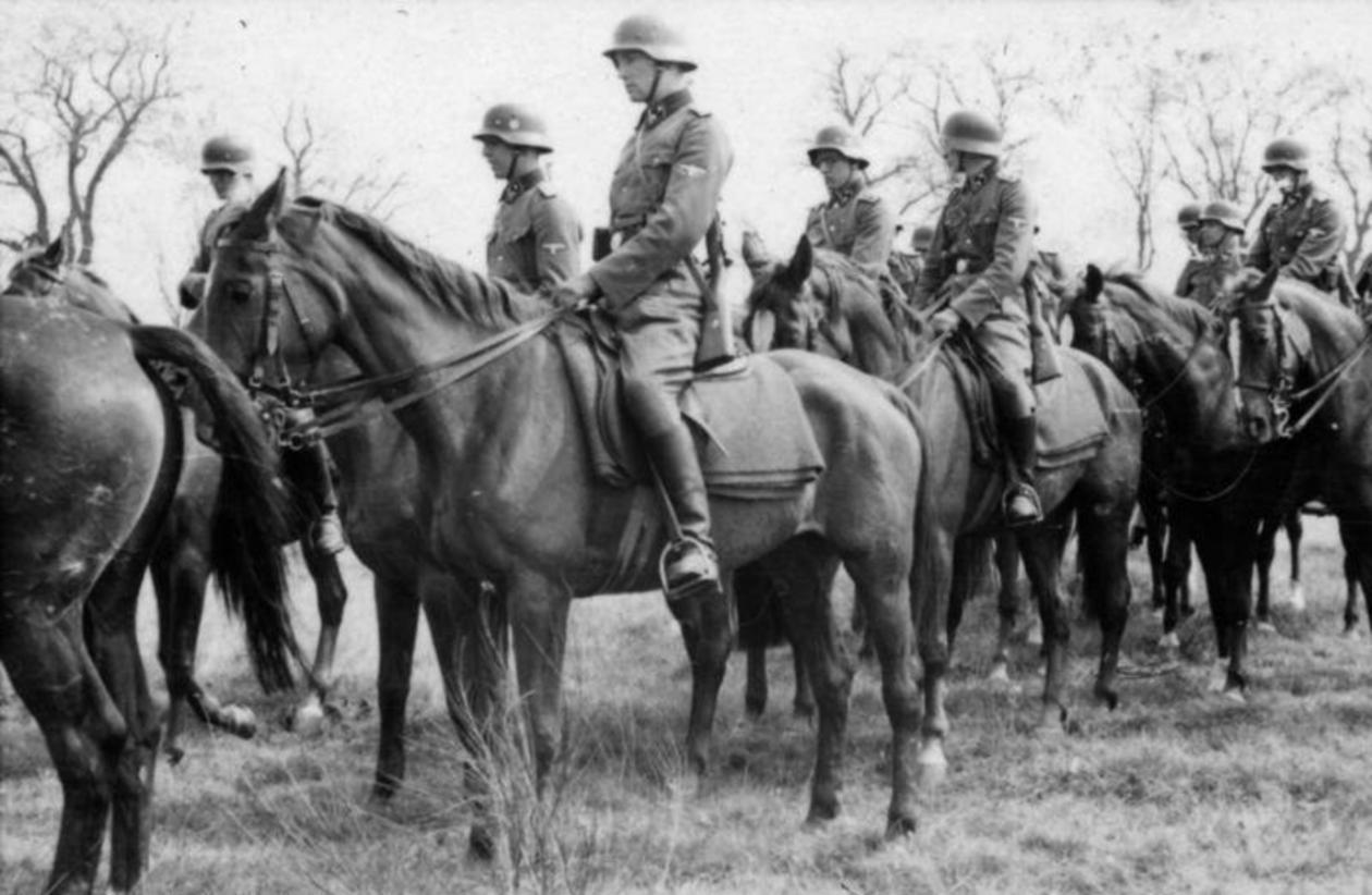 WW2 German cavalry on horseback.jpg